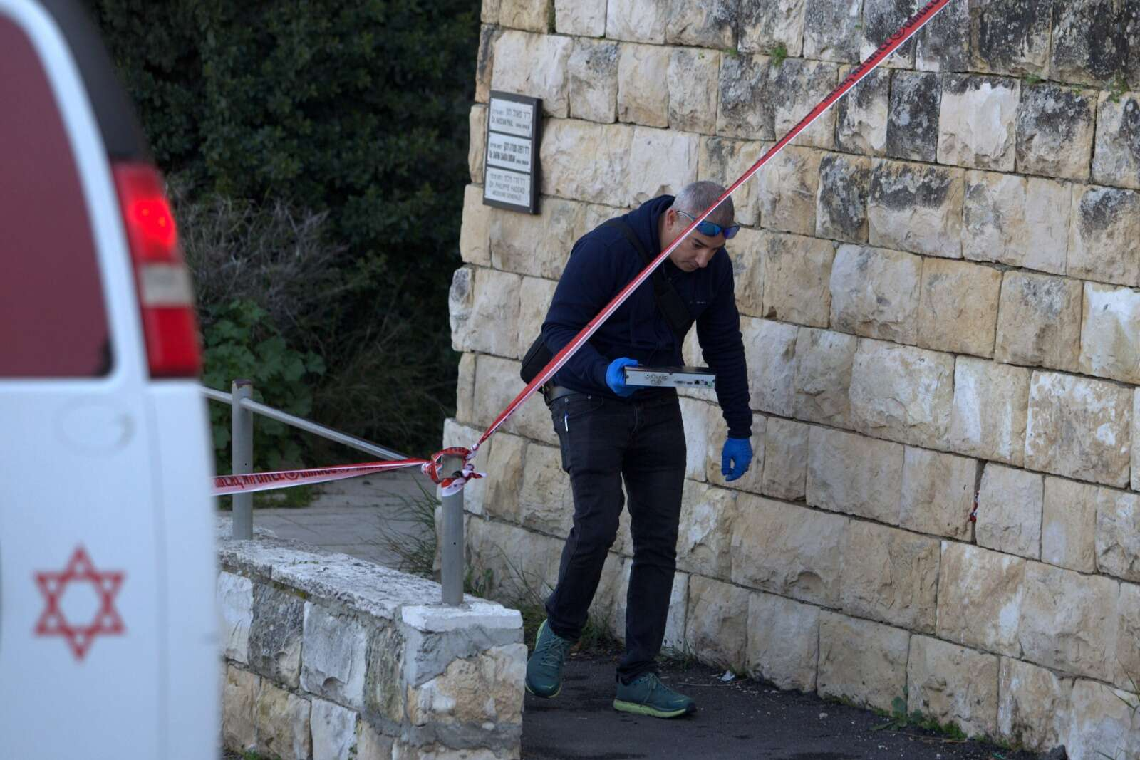 הדקירה בי-ם: ארבעה חשודים נעצרו