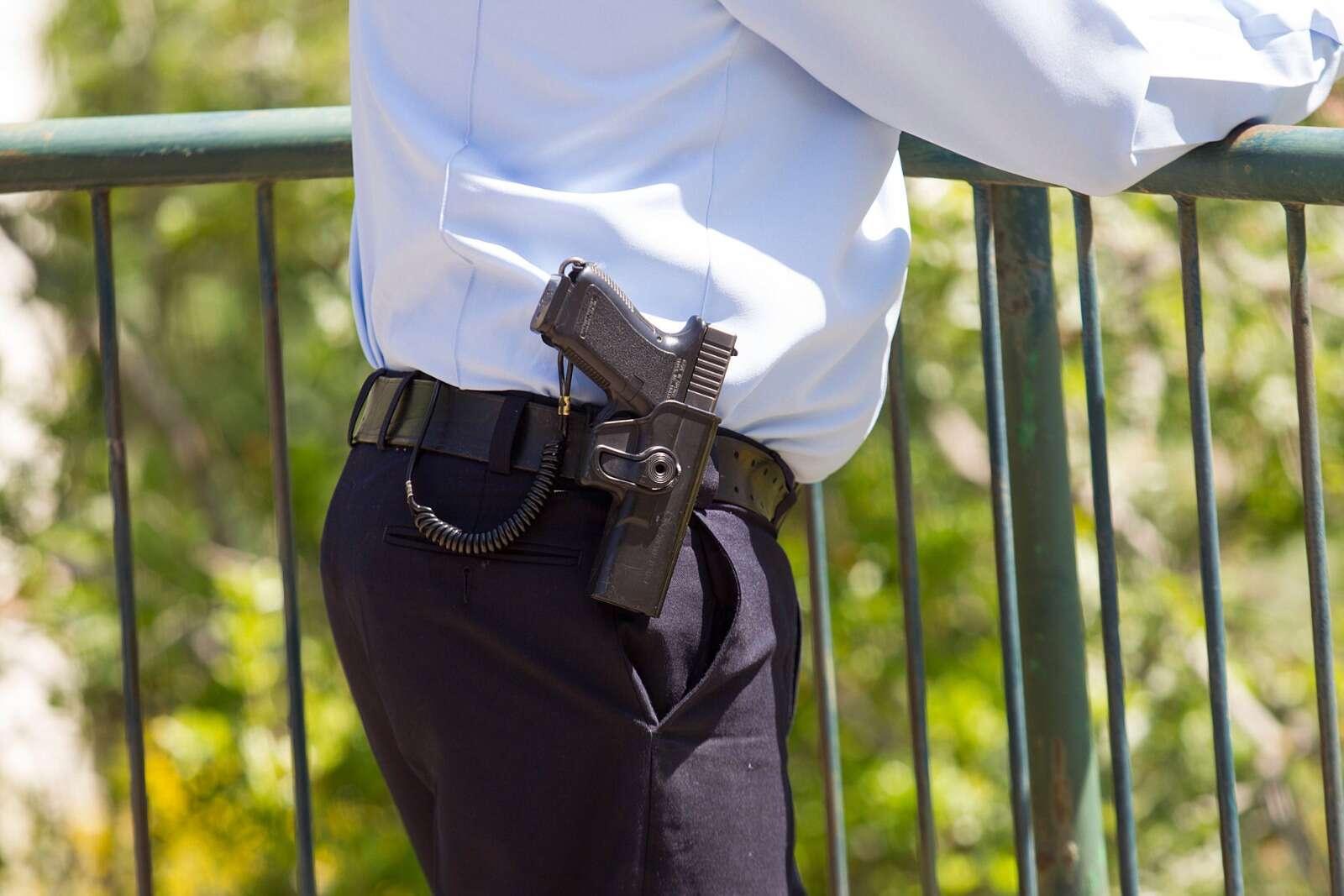 רדף אחרי קצין משטרה בכיר וזוכה