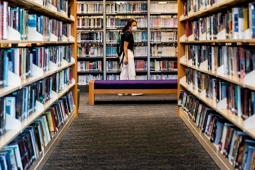 """הונג קונג: ספרים """"חתרניים"""" הוצאו מספריות"""