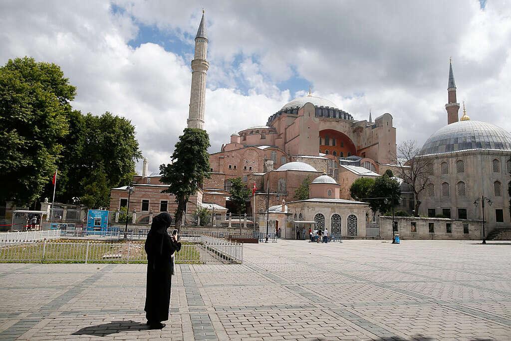טורקיה: אושרה הפיכת איה סופיה למסגד