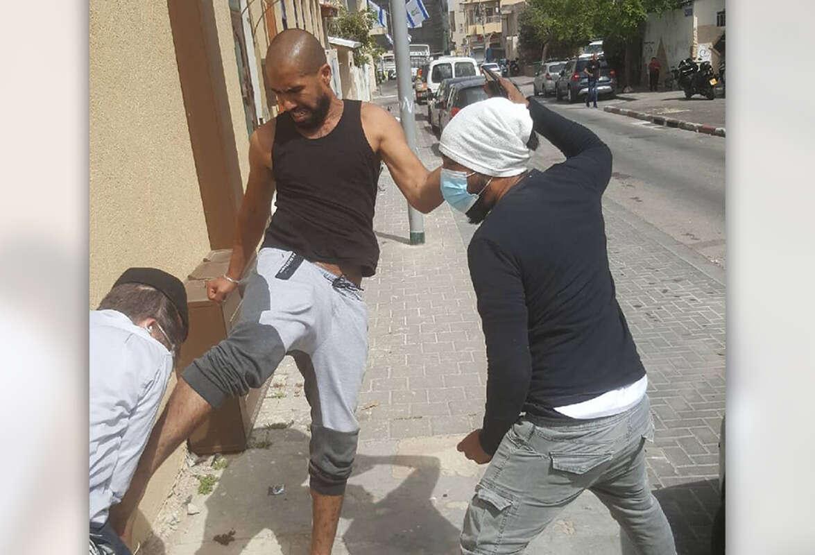 """הרב שהותקף: """"מבקש לא להיגרר לאלימות"""""""