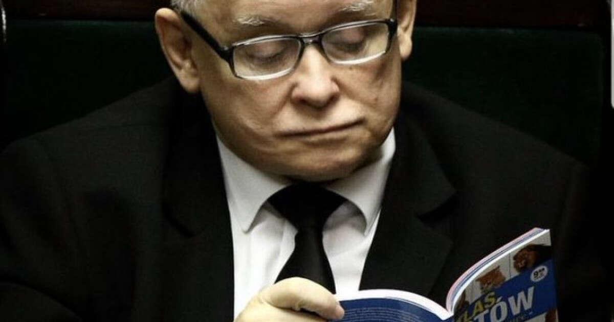 חדשות היום Facebook: באמצע ישיבת פרלמנט, מנהיג פולין קרא ספר על חתולים