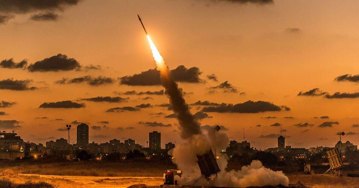 איראן :שגרנו טילים מסוריה לכור בדימונה בלילה  ולמפעל טילים בישראל -בעולם מדווחים שאיראן תקפה את הכור בדימונה 16190469028303_b