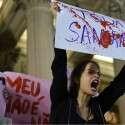 הפגנה המונית בריו, שלשום   //  צילום: אי.אף.פי