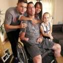 """מארק ובני משפחתו \\ צילום: אתר גיוס הכספים של """"קרן קממיל"""""""