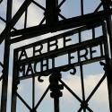 """שלט """"העבודה המשחררת"""" // צילום: אי.פי"""
