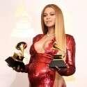 ביונסה בהיריון, עם שני פרסי גראמי // צילום: אי.אף.פי