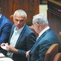 כחלון ונתניהו, אתמול במליאת הכנסת // צילום: אורן בן חקון