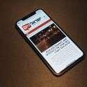 האייפון XS בידינו // צילום: ניב ליליאן