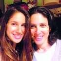 """לימור שפיגל ז""""ל, שנפטרה מסרטן השד (מימין), עם אחותה לילך"""