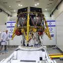 """החללית """"בראשית"""", המכונה גם בחיבה ברי, במפעל התעשיה האווירית לפני צאתה לפלורידה לפני כחודשיים // צילום: גדעון מרקוביץ'"""