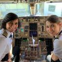 מרגש: אם ובתה הטיסו יחד מטוס נוסעים