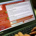 דוגמא של מתקפת כופר, מוצגת על מחשב בטאיוואן // צילום: EPA