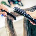 אושפזה עם דימומים בגלל החלקת שיער (אילוסטרציה) // GettyImages