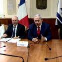 """נתניהו במפגש עם חברי הפרלמנט הצרפתים // צילום: לע""""ם"""