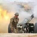 חייל יורה ארטילריה במלחמת אזרבייג'ן - ארמניה // צילום: רויטרס