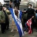 """שריפת דגלי ישראל וארה""""ב // צילום: רויטרס"""