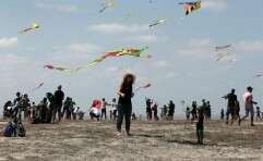 פעילות מרהיבה עם עפיפונים בגן הלאומי בית גוברין // צילום: אורן בן חקון