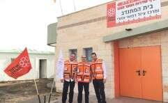מתנדבי איחוד והצלה במבנה ששופץ בשדרות // צילום: איחוד הצלה