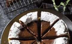 סופלה שוקולד. אפשר לקשט באבקת סוכר לפני ההגשה