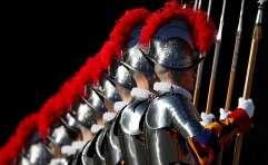 אנשי המשמר השוויצרי בוותיקן // צילום: רויטרס