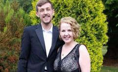סיימון בראון ובת זוגו, זמן קצר לפני האירוע המצער (צילום מתוך פייסבוק)