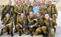 """צביקה לוי ז""""ל וחיילים בודדים בירושלים"""