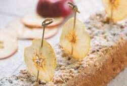 עוגת שמרים עם תפוחים וגבינה. מתאימה לבוקר החג