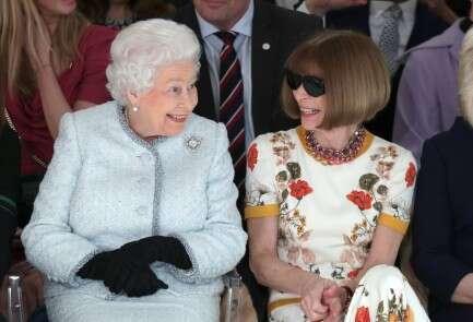 המלכה אליזבת עם אנה וינטור // צילום: REUTERS/Yui Mok