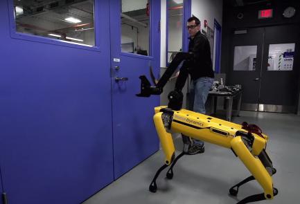 רובוט כלב בוסטון דיינמיקס