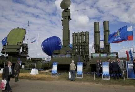 מערכת ההגנה S-300 מוצגת מחוץ למוסקבה (ארכיון)