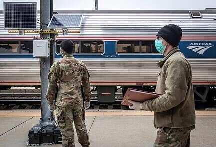 חיילי המשמר הלאומי נקראו לסיוע // צילום: רויטרס