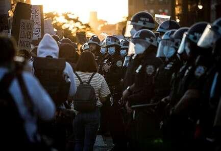 """אנשי המשמר הלאומי בהפגנות בארה""""ב"""