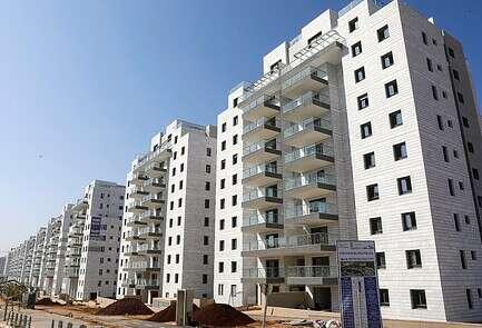 בנייני דירות חדשים ביבנה // צילום: יהודה פרץ