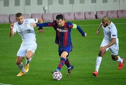 מסי מקדים את שחקני פרנצווארוש, שבוע שעבר בברצלונה