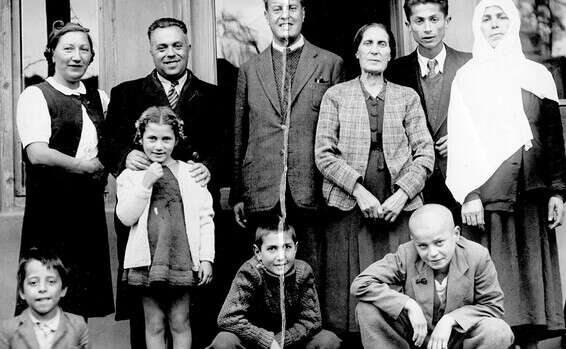 Standing from right to left: Ziraha Casafi, Hamdi Casafi, Esther Francis, Moshe Francis, Lord Bettino, Winka Francis.  Bottom right to right: Yusuf Casafi, Marcel Francis, Annie Altrezz (Francis), son of one of the neighbors