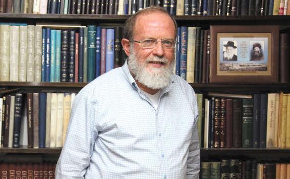 הרב אלי סדן בביתו שבעלי // צילום: יהונתן שאול