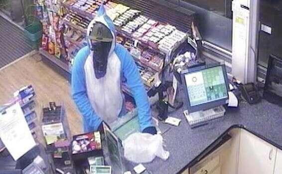 הטבח בניו זילנד Facebook: ניו זילנד: גנב התחפש לכריש ושדד ממתקים