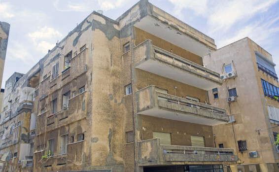 בניין מוזנח ברחוב מאפו בתל אביב // צילום: יהושע יוסף