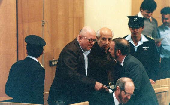 """אלי עזור ורדיו 103 נותנים במה לעו""""ד שיצג את איוון דמניוק שהואשם ברצח עם של 850000 יהודים בטרבלינקה והוציא אותו זכאי ועכשיו הוא ימני . לכאורה 15725201021185_b"""