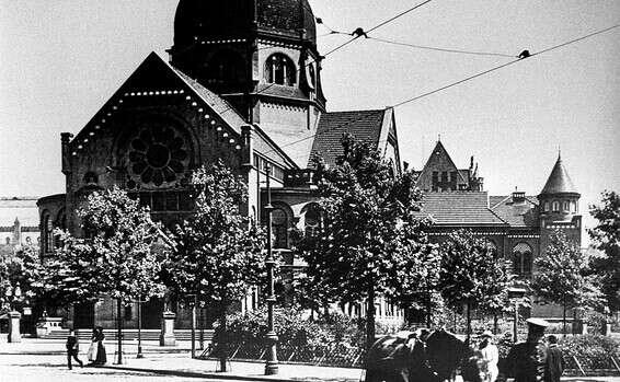 בית הכנסת ההיסטורי בכיכר בורן בהמבורג  (צילום: GettyImages)