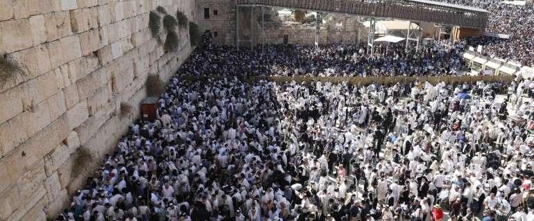 עשרות אלפי מתפללים בכותל // צילום: נעם ריבקין פנטון