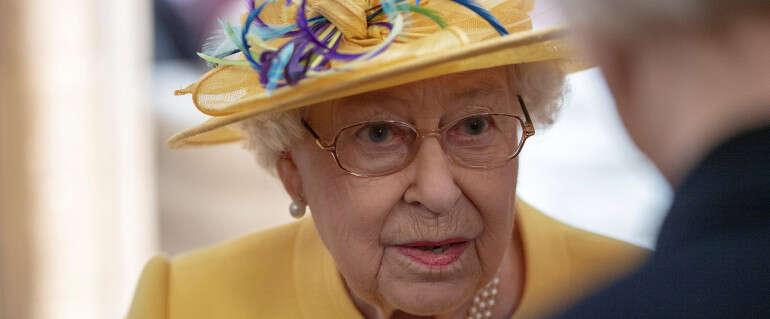 לא מפחדת ללכת עם צבעים. המלכה אליזבת'
