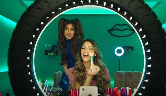 Makeup and social networks: The girls according to Bezeq // From the advertisement