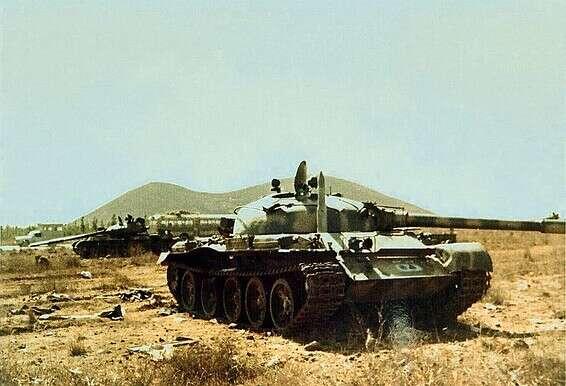 טנק סורי פגוע ברמת הגולן // צילום: דני גולדשמידט, ארכיון היסטורי אגד, ויקיפדיה