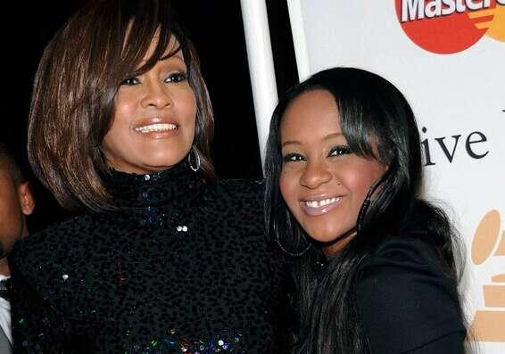 Whitney et Bobby Christina.  Que se passe-t-il dans cette famille?  // Photo: AP