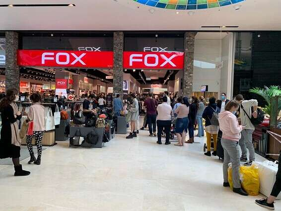 Queue outside the Fox branch in the Ayalon Mall, this morning // Photo: Hayali Yaakovi-Handelsman