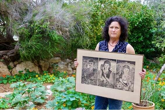 הוקרה מאוחרת. רינה הנגבי עם ציורה אמה // צילום: אורן כהן