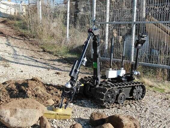 Le robot de Yahalam gère la cargaison sur le terrain // Photo: porte-parole de Tsahal