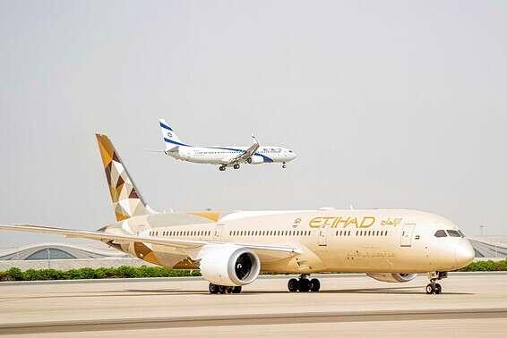 מטוס אתיאחד ומטוס אל על ברקיע // צילום: רויטרס